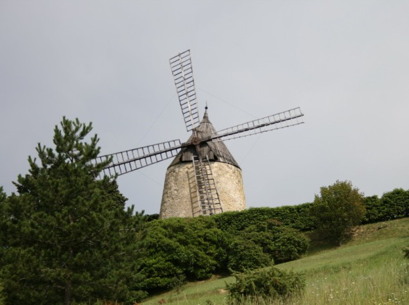 Le moulin de St Jean, de plus loin