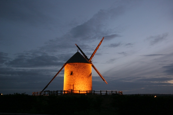 Le Moulin de Moidrey by night