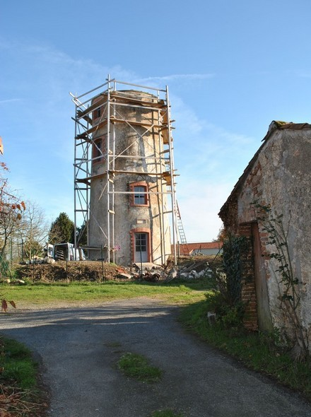 Le Moulin des Gardes en phase de restauration